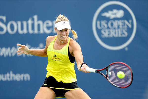 Angelique Kerber in action | Photo: Matthew Stockman/Getty Images North America