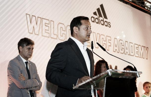 Anil Murthy dando el discurso de bienvenida en la Academia. // Foto: Valencia CF