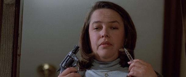 Kathy Bates como Anni Wilkes em Misery. Ela também era fã número 1. (Foto: Divulgação)