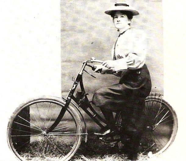 Annie Dawson Wallace (1899) (Wikipedia, DP)