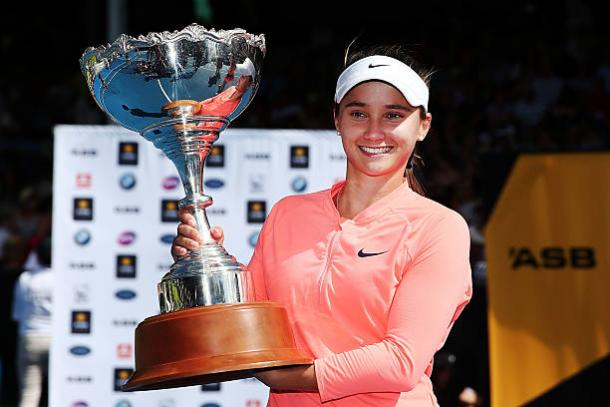 Lauren Davis with the ASB Classic trophy after winning her maiden WTA title in the opening week of the season (Getty/Anthony Au-Yeung)