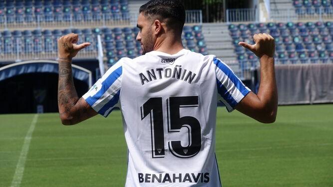 Antoñín en su presentación oficial como nuevo futbolista del Málaga CF / Fuente Málaga CF