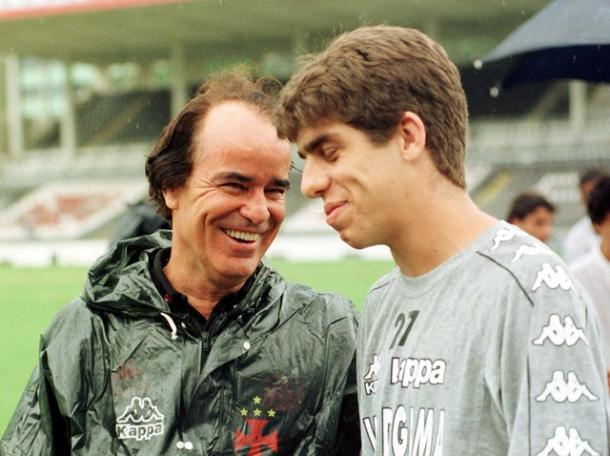 Antônio Lopes sorri ao lado de Juninho, em 1997. Foto: (Reprodução)