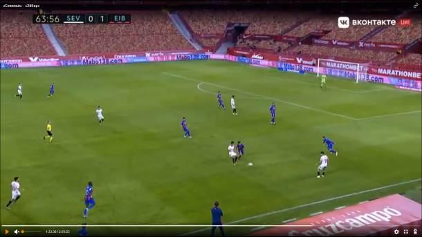 Apoyo defensivo del volante y triángulo (junto al lateral y el pivote). Fuente: Livetv.sx