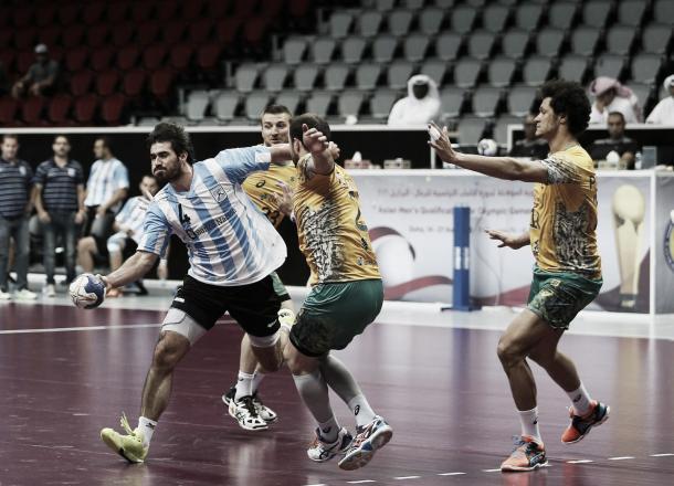 El mayor de los Simonet en acción. Seba no pudo marcar la diferencia. Foto: Federación Qatarí.