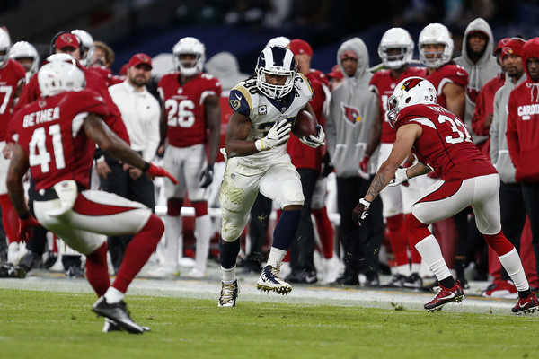 Todd Gurley II (C) of the Los Angeles Rams runs the ball during the NFL match between the Arizona Cardinals.|Source: Alan Crowhurst/Getty Images Europe|