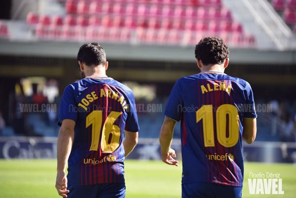Carles Aleñá saliendo al terreno de juego con Arnaiz. | Foto: Noelia Déniz, VAVEL