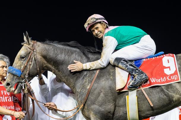 Arrogate y su jockey, Mike Smith, tras ganar la Dubai World Cup 2017. FUENTE: Dubai Racing Club