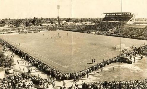 Estádio do Arruda em 1970 com parte da arquibancada (Foto: Reprodução/Diário de Pernambuco)