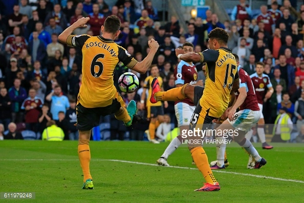 Arsenal bundled in a late goal to win against Burnley | Photo: Getty