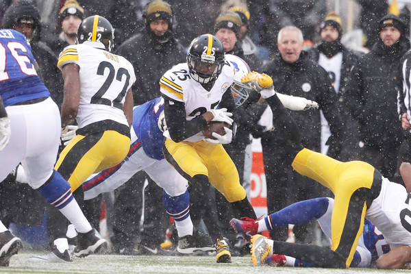 Artie Burns #25 of the Pittsburgh Steelers intercepts Tyrod Taylor #5 of the Buffalo Bills. |Dec. 10, 2016 - Source: Brett Carlsen/Getty Images North America|