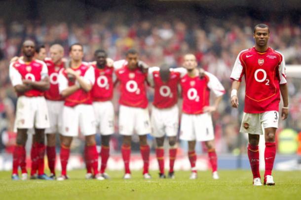 O lateral-esquerdo (dir.) era uma das grandes peças do Arsenal (Foto: Mike Egerton – Empics/PA Images via Getty Images)