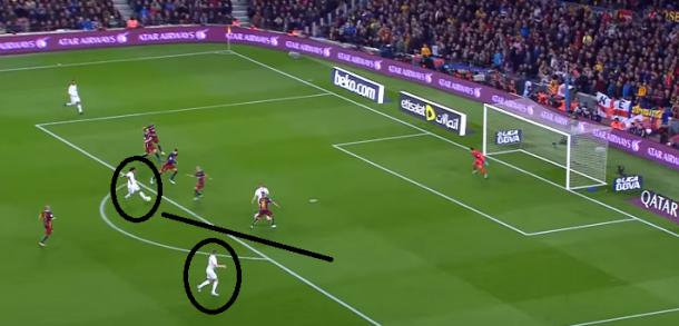 Momento del regate de Marcelo a Mascherano previo pase a Kroos