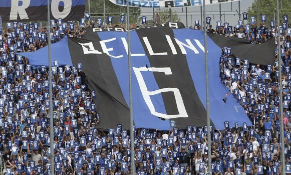 Il saluto della curva dell'Atalanta a Bellini, gazzetta.it