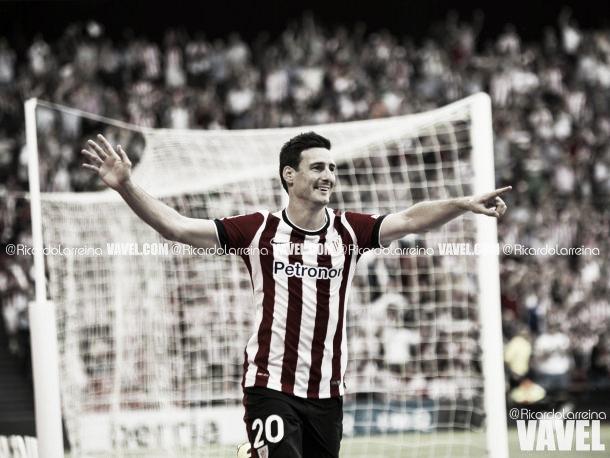 Aritz Aduriz celebra un gol en una imagen de archivo | Fotografía: Ricardo Larreina / VAVEL