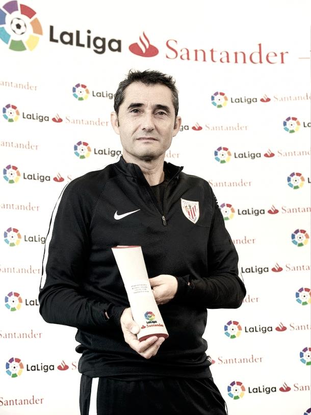 Valverde recibe el premio a Mejor Entrenador | Foto: Athletic Club