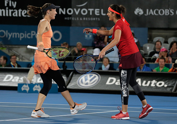 Martina Hingis and Sania Mirza celebrating winning the Sydney International title (Photo:Mark Metcalfe/Getty Images)