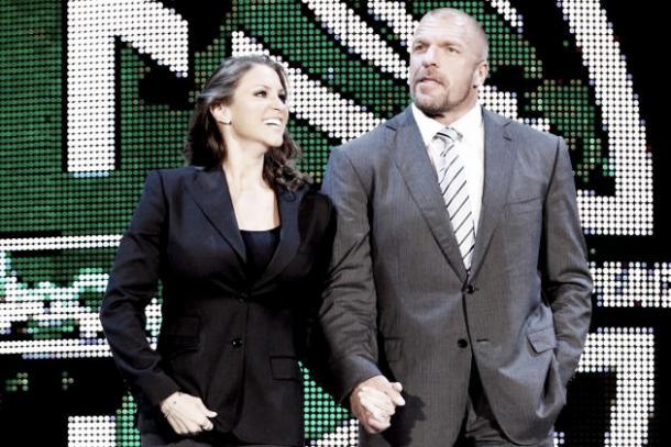 The Authority prepares to govern Raw Photo: bleacherreport.com
