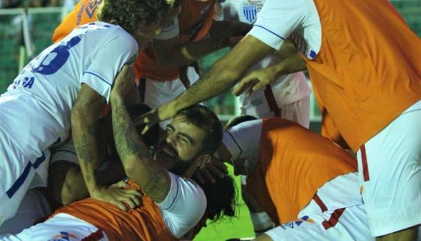 Avaí comemorou muito a vitória na casa do rival Figueirense (Foto: André P. Ribeiro/Avaí FC)