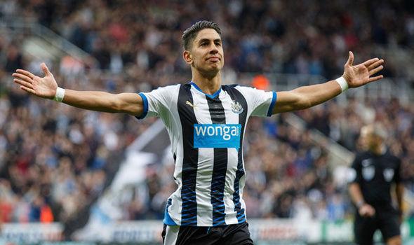 Ayoze Pérez celebra un gol ante la grada. Fuente: Express.co.uk