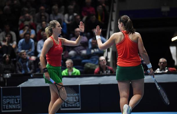 Azarenka e Marozava fecharam o dia com mais uma vitória bielorrussa (Foto: Divulgação/Fed Cup)