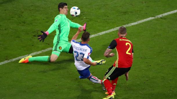 Giaccherini cruza el balón y anota el 0-1 | Foto: UEFA