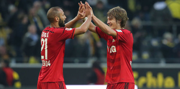 Defensively sound: Toprak and Jedvaj. | Image source: milliyet.com.tr