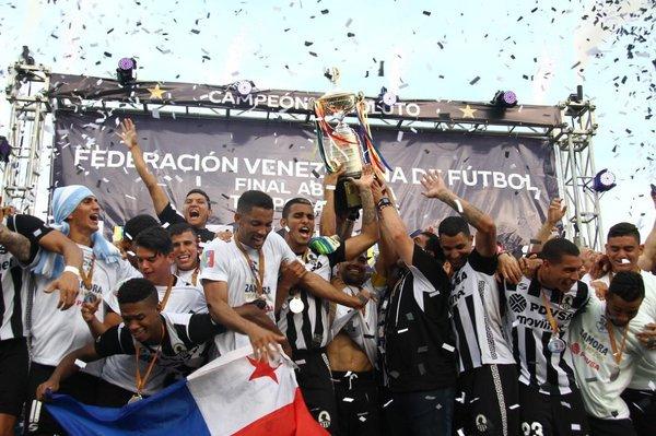 Zamora celebrando el título. FOTO: lanaciondeportes.com