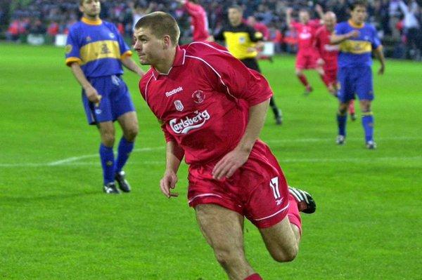 Gerrard, celebrando el segundo gol de su equipo. Fuente: deportivoalaves.com