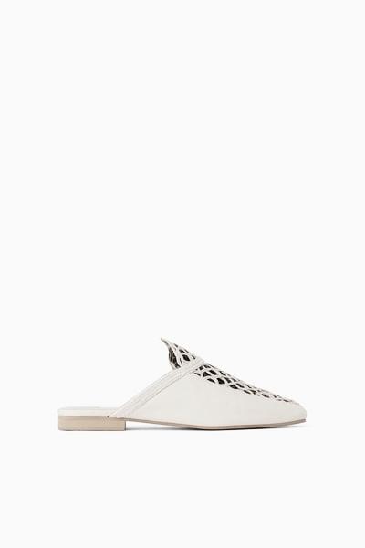 Sandalia de piel // Foto: página web Zara