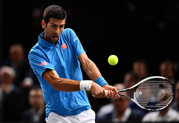 Djokovic hits a backhand (Photo by Dan Mullan/Getty Images)