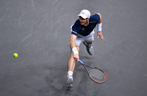 Murray reaches for the ball (Photo by Dan Mullan/Getty Images)