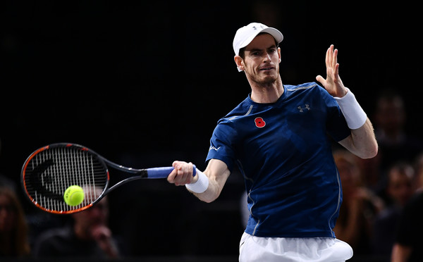 Murray hits a forehand (Photo by Dan Mullan/Getty Images)