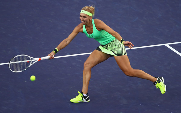Elena Vesnina plays a volley | Photo: Clive Brunskill/Getty Images North America