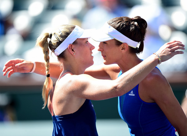 Both players share a hug at the net after the match | Photo: Harry How/Getty Images North America