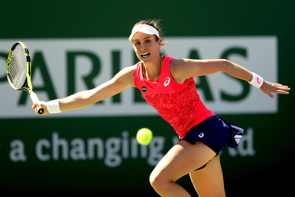 Johanna Konta reaches out for a shot | Photo: Matthew Stockman/Getty Images North America