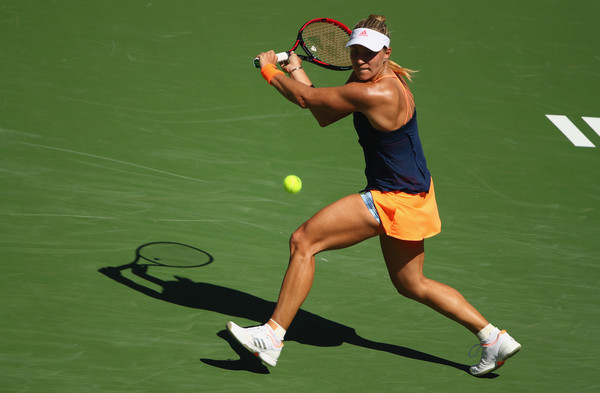 Angelique Kerber had troubles with her backhand in her third round match | Photo: Clive Brunskill/Getty Images North America