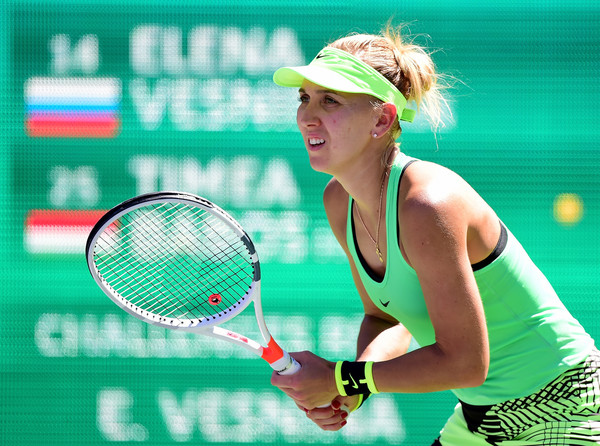 Elena Vesnina waits for a serve | Photo: Harry How/Getty Images North America