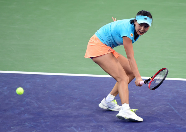 Peng Shuai reaches for a backhand | Photo: Harry How/Getty Images North America