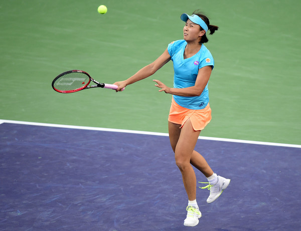 Peng Shuai hits a volley | Photo: Harry How/Getty Images North America