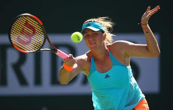 Anastasia Pavlyuchenkova returns a serve | Photo: Clive Brunskill/Getty Images North America