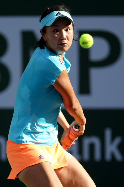 Peng Shuai hits a backhand | Photo: Matthew Stockman/Getty Images North America