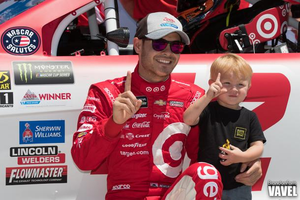Harvick makes strong case as NASCAR title contender