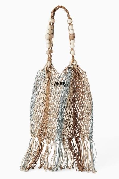 Bolso de cuerda trenzada y flecos // Foto: Página web Zara