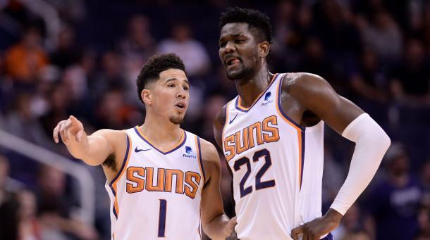 Devin Booker y DeAndre Ayton l Foto: NBA.com