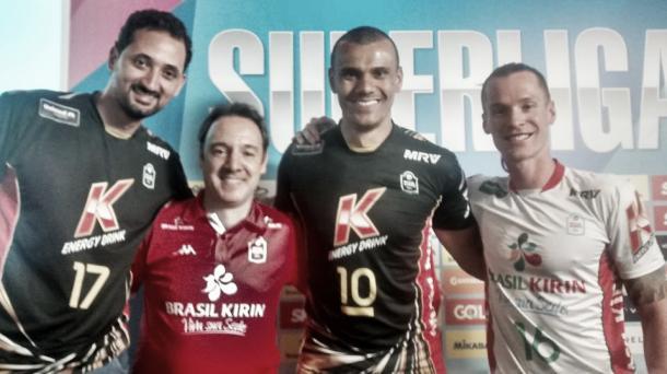 Os atletas Maurício Souza, Rivaldo e Tiago Brendle junto com o técnico Horácio Dileo. (Foto: Reprodução/Facebook)