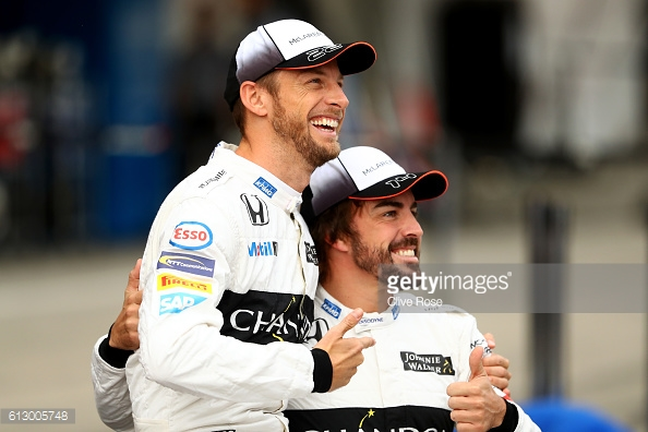 All smiles beforehand, Alonso and Button struggled. | Photo: Getty Images