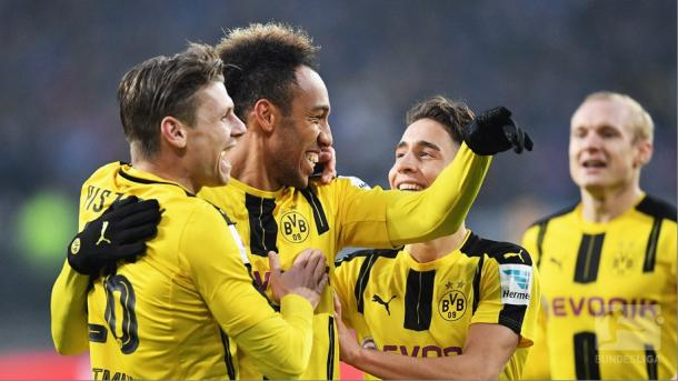 Borussia Dortmund celebrate scoring against Hamburger SV. | Image credit: Bundesliga.de Twitter