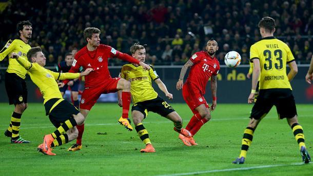 Müller y VIdal pudieron abrir el marcador en accion combinada. // (Foto de fcbayern.de)