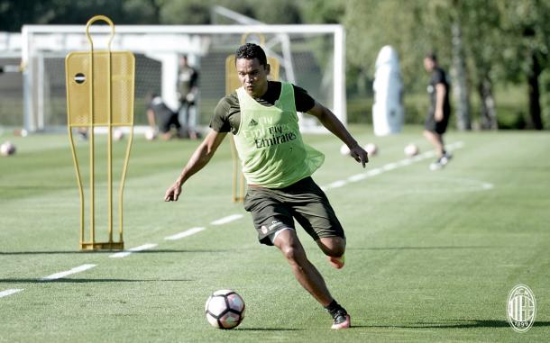 Bacca recusou várias propostas e ficará no Milan